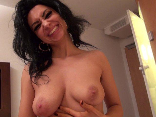 Femme française très chaude réalise sa Sextape